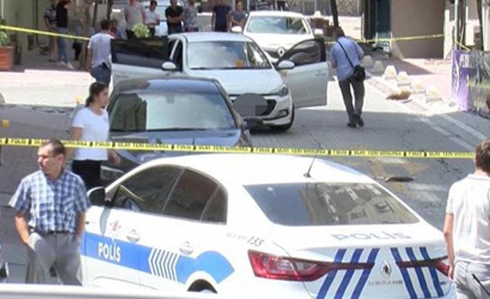 Esenyurt'ta sivil polis aracına ateş açıldı