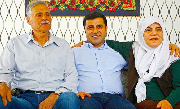 Selahattin Demirtaş'tan HDP binası önünde oturan ailelere ilişkin mesaj