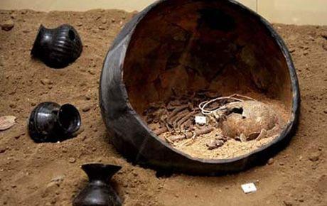 7 bin yıllık yumurta şeklindeki çömlek mezarlar