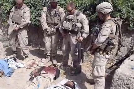 ABD askerleri cesede işedi