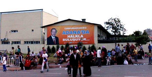 Adana'da Erdoğan'ın mitingine taşınan Suriyeliler, miting sonrasında 'ortada kaldı'