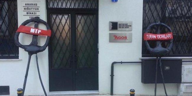 Agos gazetesi önüne MTP ve Turan Ocakları imzalı siyah çelenk bırakıldı