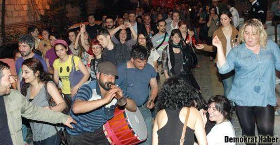 Ahırkapı'da Hıdrellez geleneği bozulmadı