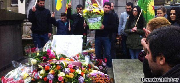 Ahmet Kaya Paris'te mezarı başında anıldı