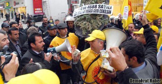 AK Parti'ye siyah çelenge hapis istemi