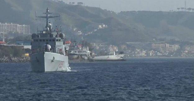 Akdeniz'de yüzlerce göçmen taşıyan gemi battı
