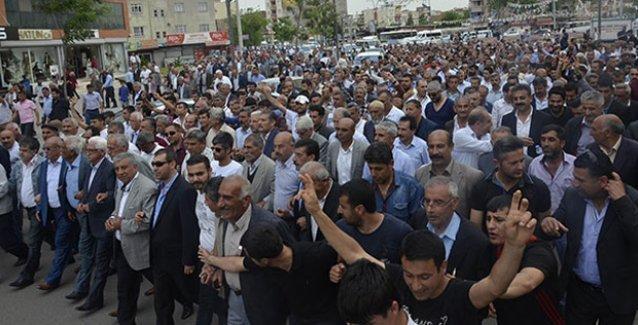 AKP kan kaybetmeye devam ediyor; aşiretler tek tek HDP'ye geçiyor