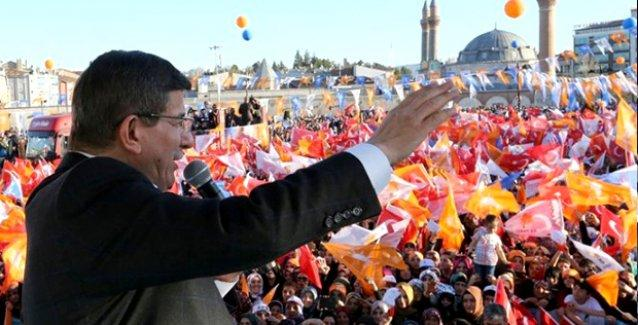 AKP'liler mitinglerde Davutoğlu'nun her sorusuna 'Eveet' derse