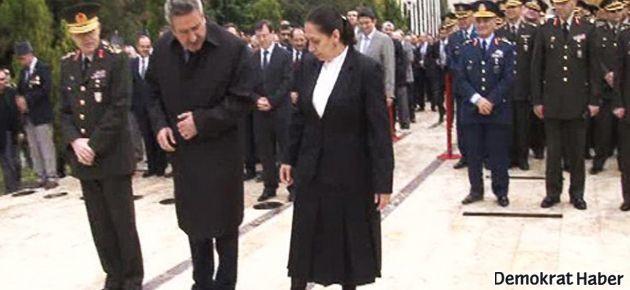 AKP'li Oya Eronat, Baydemir'in tabelasını tekmeledi