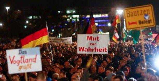 İslam karşıtı Pegida hareketi Almanya'da siyasallaşıyor