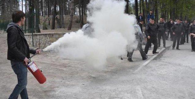 Anadolu Üniversitesi öğrencilerinden özel güvenliğe tüplü müdahale
