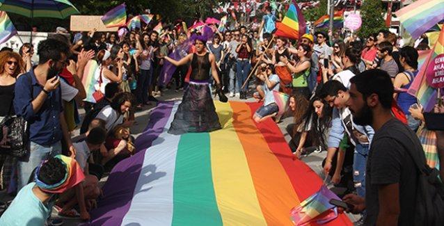 Ankara'da anti-homofobi yürüyüşü: 'Eşcinseller her yerde!'