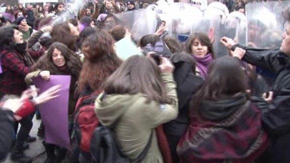 Ankara'da Özgecan eylemine polis saldırısı