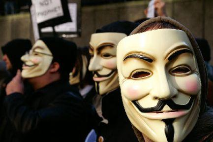Anonymous FBI ve İngiliz polisini dinledi