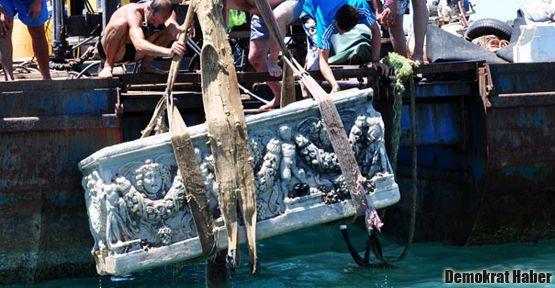 Antalya'da denizden lahit çıktı