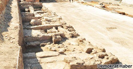 Antik kentin üzerine AVM yapımına başlandı