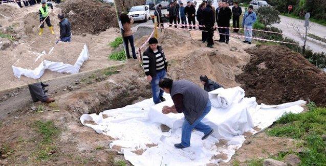 Antik mezarların üstü törenle kapatılıp asfalta gömüldü!