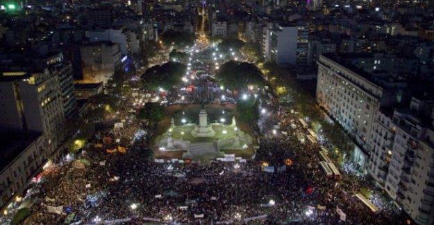 Arjantin'de kadın cinayetleri protestosu