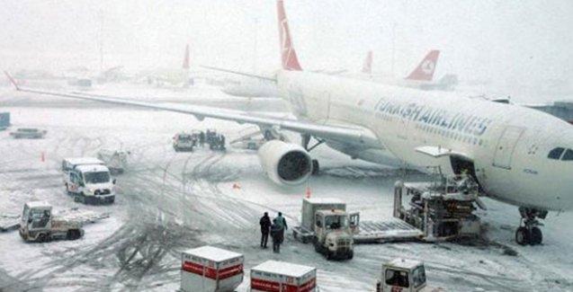 Atatürk Havalimanı'nda tüm seferler iptal