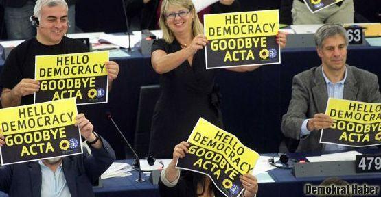 Avrupa Parlamentosu ACTA'yı reddetti
