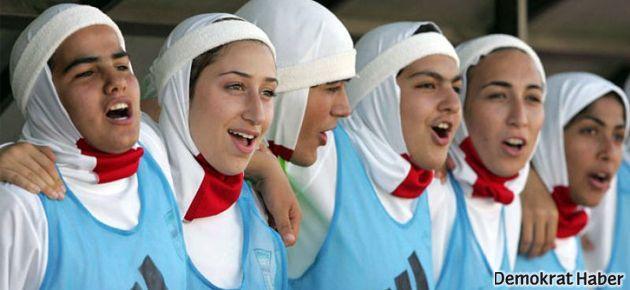 Ateistler de başörtüsü taktı!