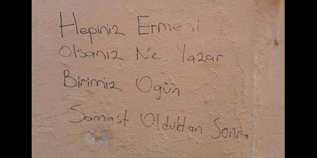 Bakırköy'deki Ermeni kilisesinin duvarına 'Ogün Samast'lı tehdit yazısı