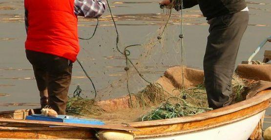 Balıkçı ağına 3 tabanca ve 1 kalaşnikof takıldı