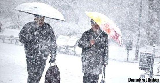 Balkanlar üzerinden kar geliyor
