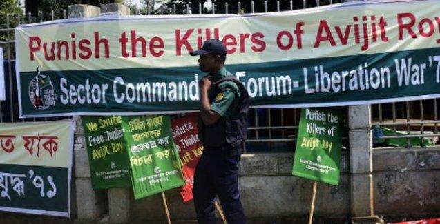 Bangladeş'te bir yazar daha palalı saldırıda öldürüldü
