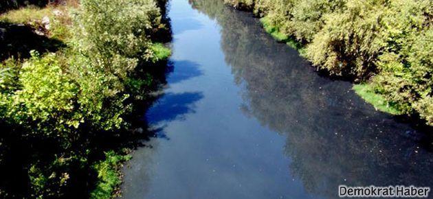 Bartın Irmağı'nın suyu siyaha döndü