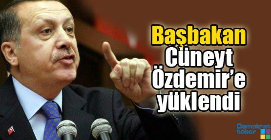 Başbakan Cüneyt Özdemir'e yüklendi