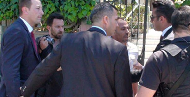 Başbakan'ın korumasından gazeteciye yumruk!