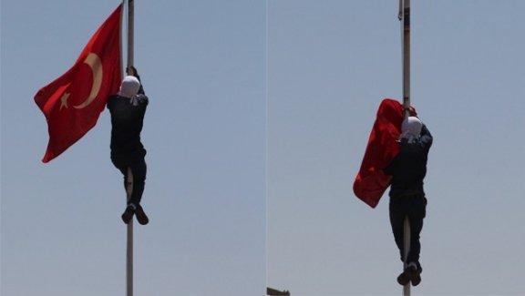 Bayrak indirme davasında karar: 13 yıl 9 ay hapis