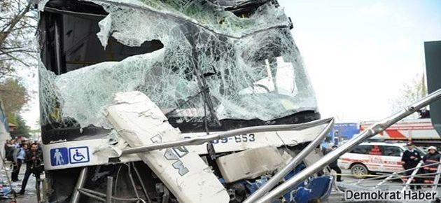Belediye otobüsü minibüse çarptı: 3 ölü 20 yaralı