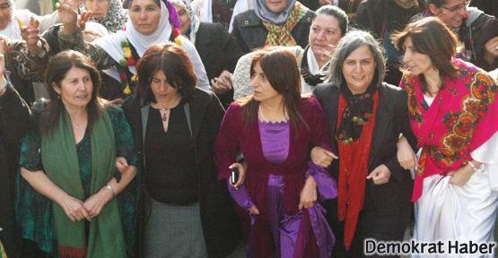 Binlerce kadın Dersim'de 8 Mart'ı kutladı