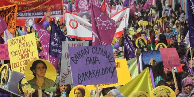 Binlerce kadın Mersin'den haykırdı: 'Eşitiz, biz varız; kadın düşmanı saltanatınızı yıkacağız!'