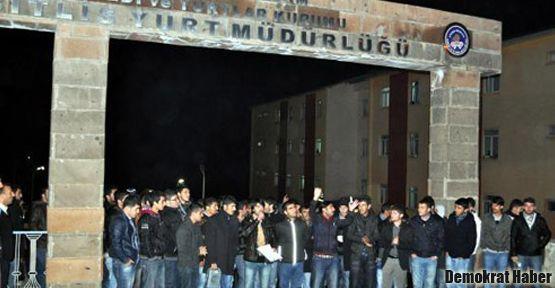 Bitlis'te öğrenciler 'barınma hakkı' talep etti
