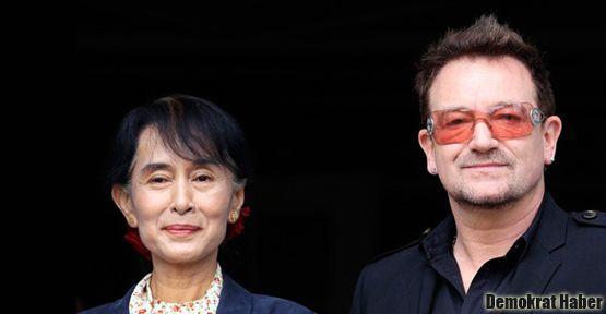 Bono Leydi'yi yalnız bırakmadı