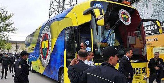 Bursa'da Fenerbahçe otobüsüne taşlı ve meşaleli saldırı