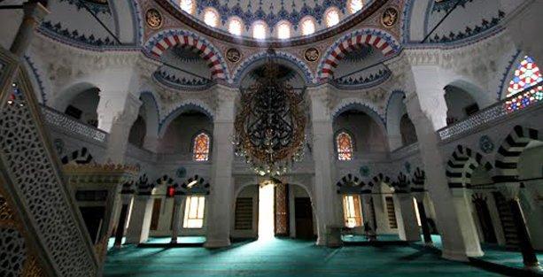 Kışkırtıcı yayınlar camide 'Eşcinsellere Açık Kapı Günü'nü iptal ettirdi