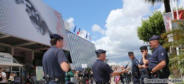 Cannes Film Festivali'nde silah sesleri