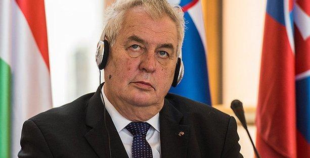 Çek Cumhurbaşkanı'nın radyo programı yayından kaldırıldı