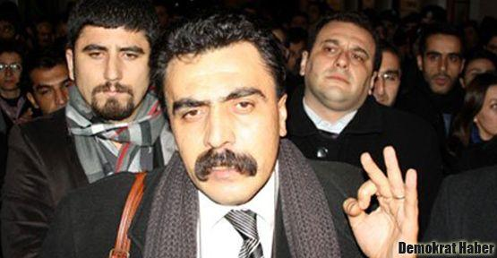 ÇHD Başkanı Kozağaçlı da havaalanında gözaltına alındı