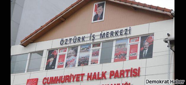 CHP binasına Başbakan Erdoğan'ın posteri asıldı