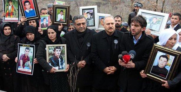 CHP ve İHD heyetleri  Roboski'de ölenleri mezarları başında andı