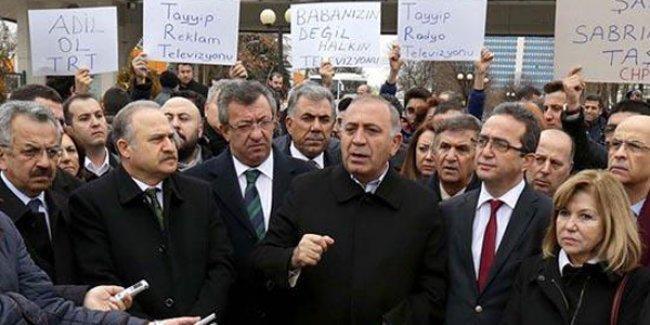 CHP'liler TRT'yi protesto etti
