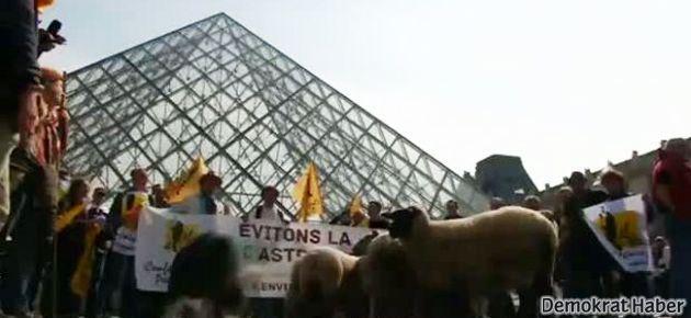 Çiftçilerden Louvre Müzesi'nde eylem