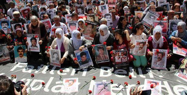 Cumartesi Anneleri Soma'da katledilen işçileri andı