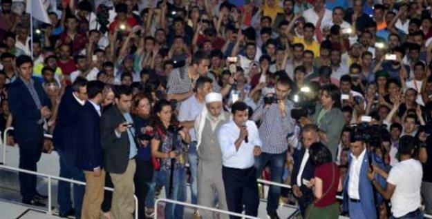Demirtaş Diyarbakır'da halka seslendi: Biz kazanacağız, barış kazanacak!