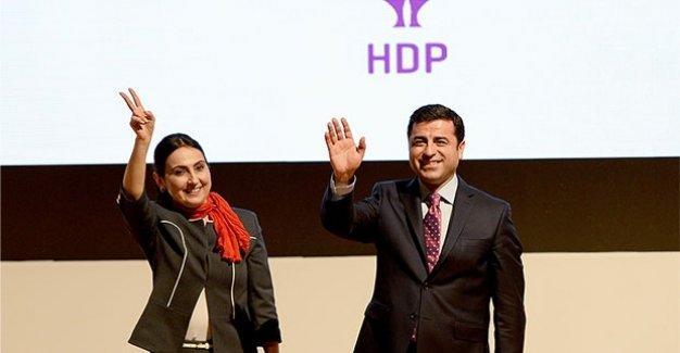 Demirtaş ve Yüksekdağ, seçim bildirgesini 'atışarak' açıkladı